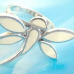 Quality 925. stamped silver dragonfly ring with white seashell chips design