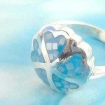 Blue multi seashell chip flower design,vintage 925. stamped silver ring