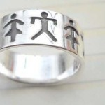 Stamped 925. silver ring with graved boy and girl design