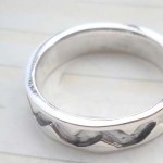 Collectible stamped 925 sterling silver etch-in connected V ring