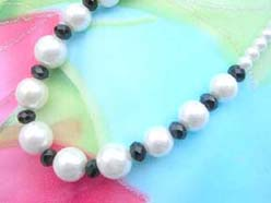 necklace bracelet earring jewelry set with imitation pearl and blacet faceted beads
