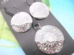 retro boho design pendant necklace and matching earring jewelry set