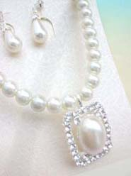 imitation pearl and cz flower necklace and earring jewelry set- retangular design