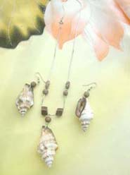 Conch shell earrings pendant necklace jewelry set
