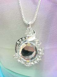 large round clear cz necklace, chain in silver color