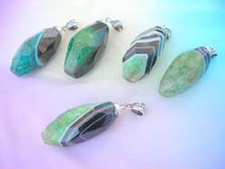 agate-gemstone-pendant-green