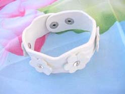 PU Leather Button Jewelry Bracelets Cuff white with daisy