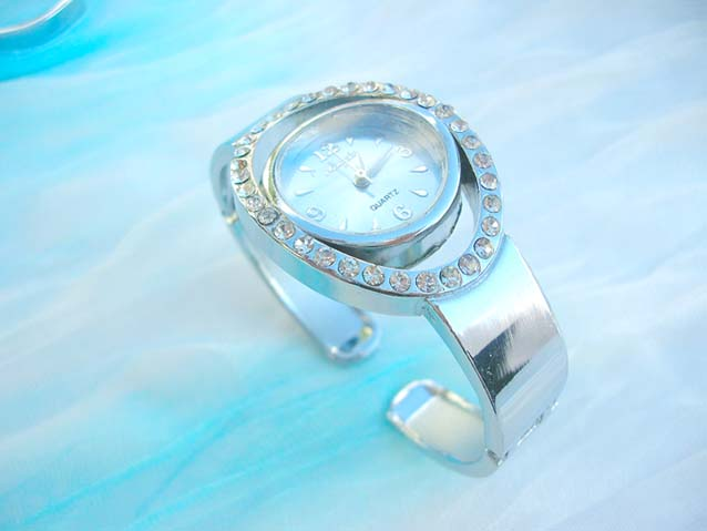 Women's Wrist Watch Bracelet - LoveToKnow: Advice women can trust